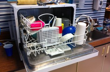 dishwasher-526358_640