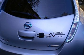 electric-car-1718679_640